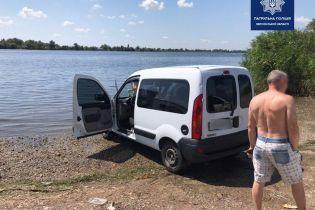 В Херсоне полиция удивила водителя штрафом за мойку машины в Днепре