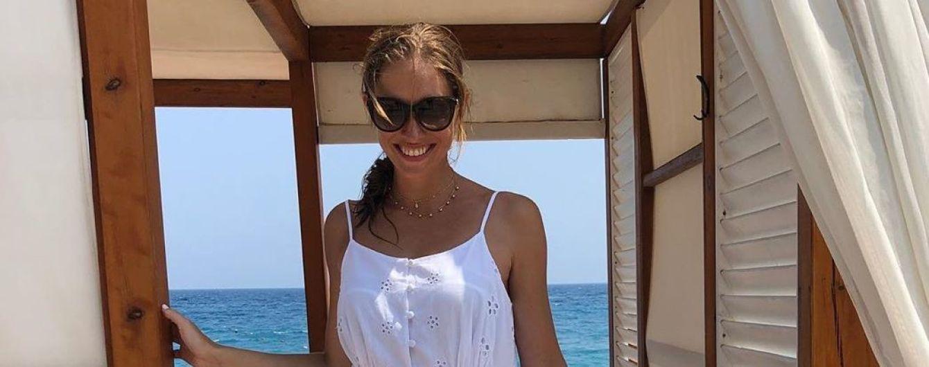 В ретро-купальнике на фоне гор: Катя Осадчая поделилась интересными снимками из отпуска
