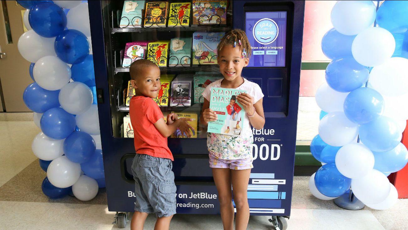 Нью-Йорк автомат з безкоштовною дитячою літературою