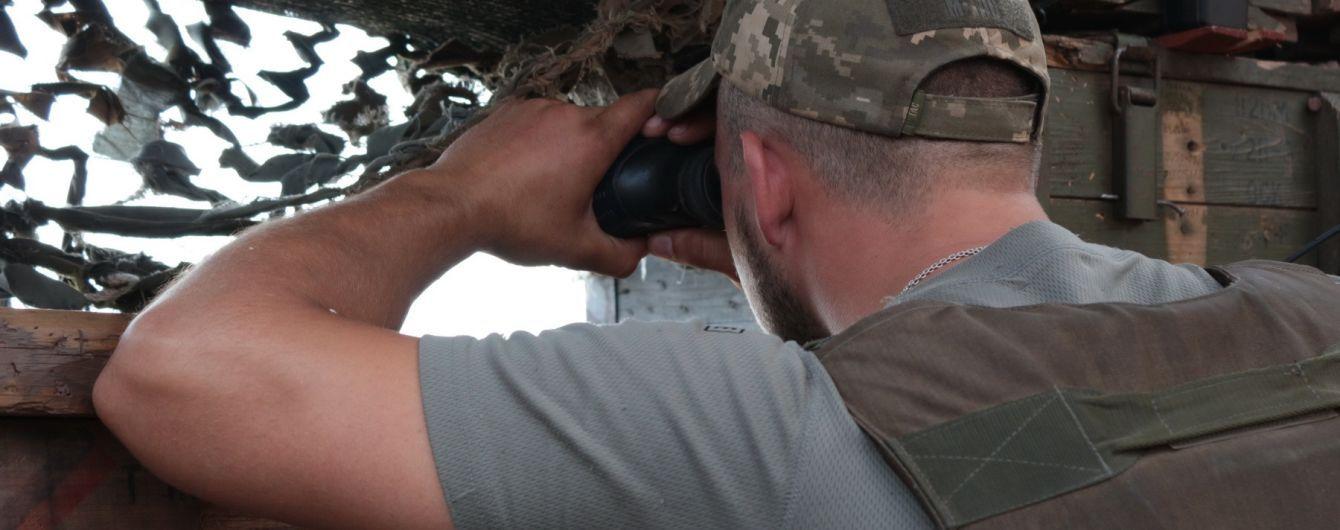 Бойовики на Донбасі продовжують гатити по українських позиціях