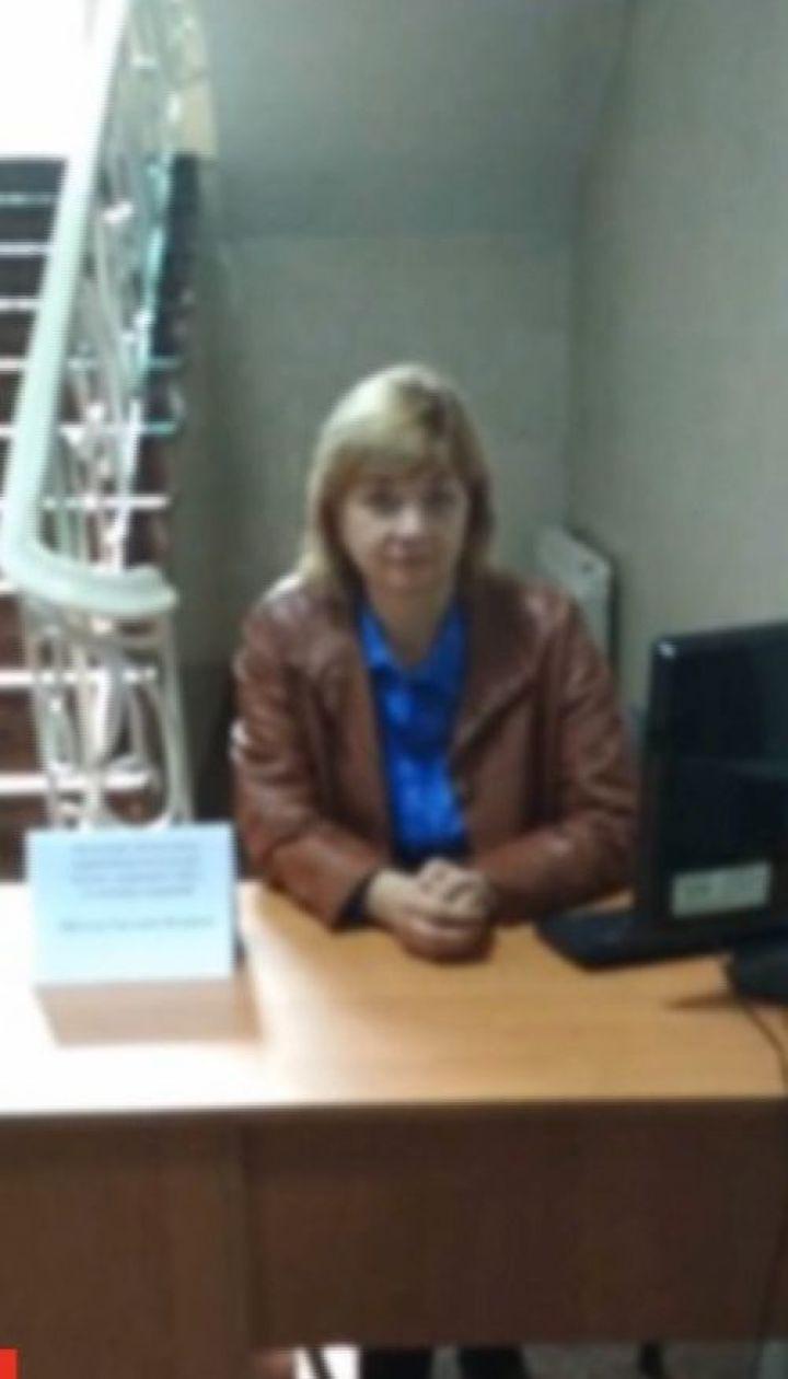 Работница банка в Кропивницком уже год борется за право на работу и достойные условия труда