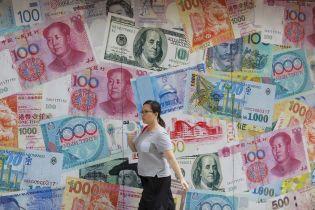 Мировые финансовые рынки встряхнуло из-за торговой войны Трампа с Китаем. Какие риски и выгоды для Украины