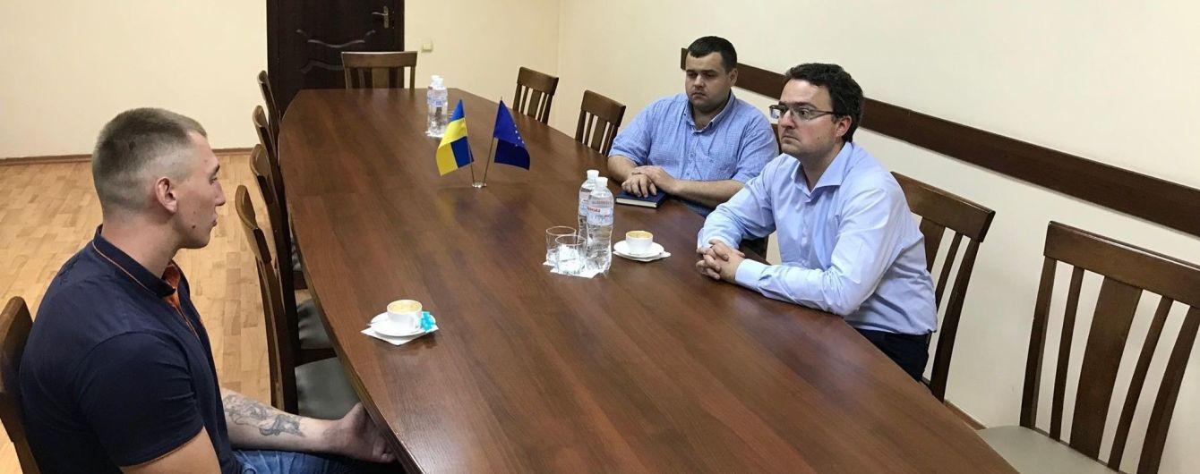 Топили в море и пытали. В Крыму освободили украинского политзаключенного - он уже находится в Харькове