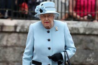 В красивому блакитному вбранні: королева Єлизавета II на урочистому заході в Шотландії