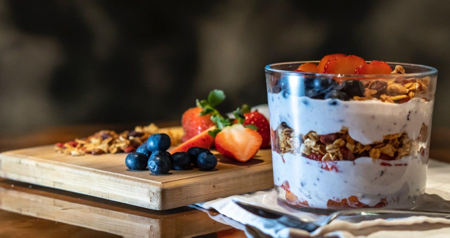 десерт, гранола, фрукты