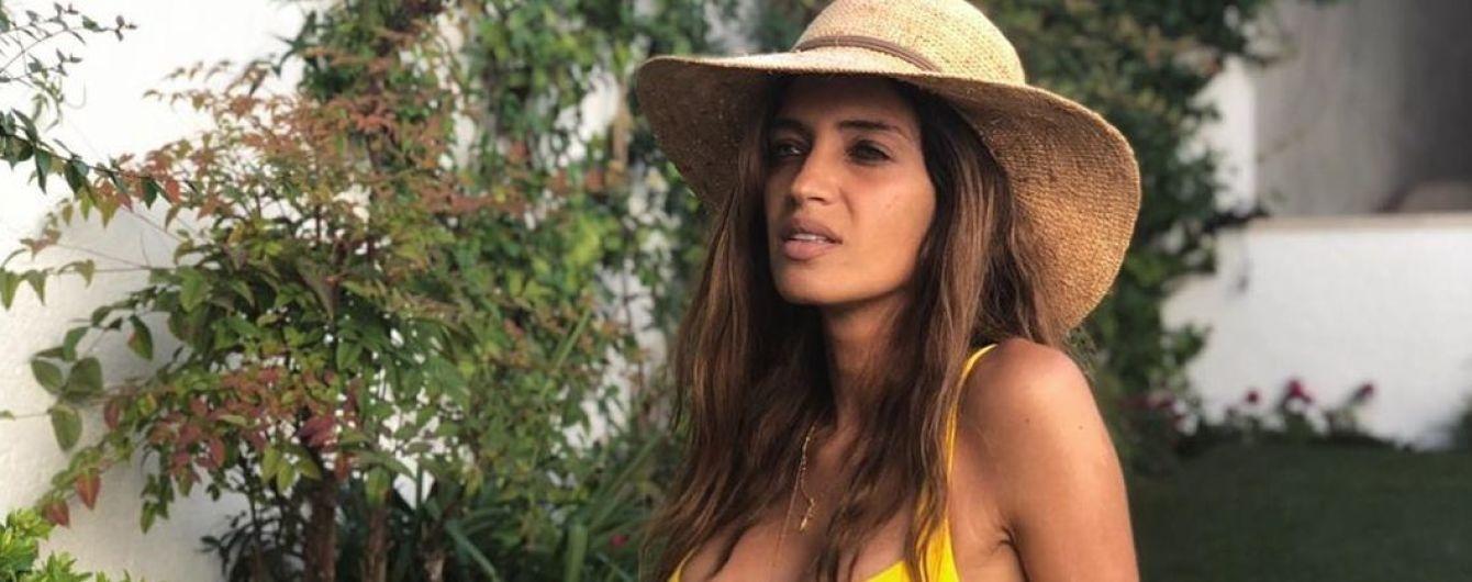 Красуня в жовтому купальнику: Сара Карбонеро поділилася знімками з відпочинку
