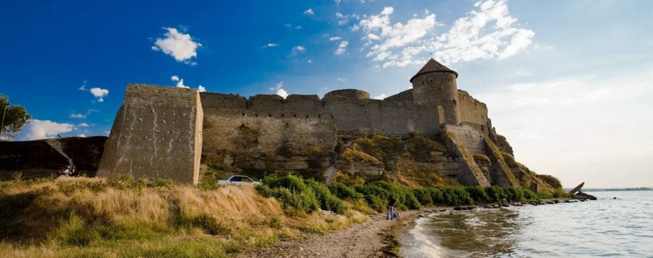 После ливня на Аккерманской крепости появились новые трещины и обвалилась кладка