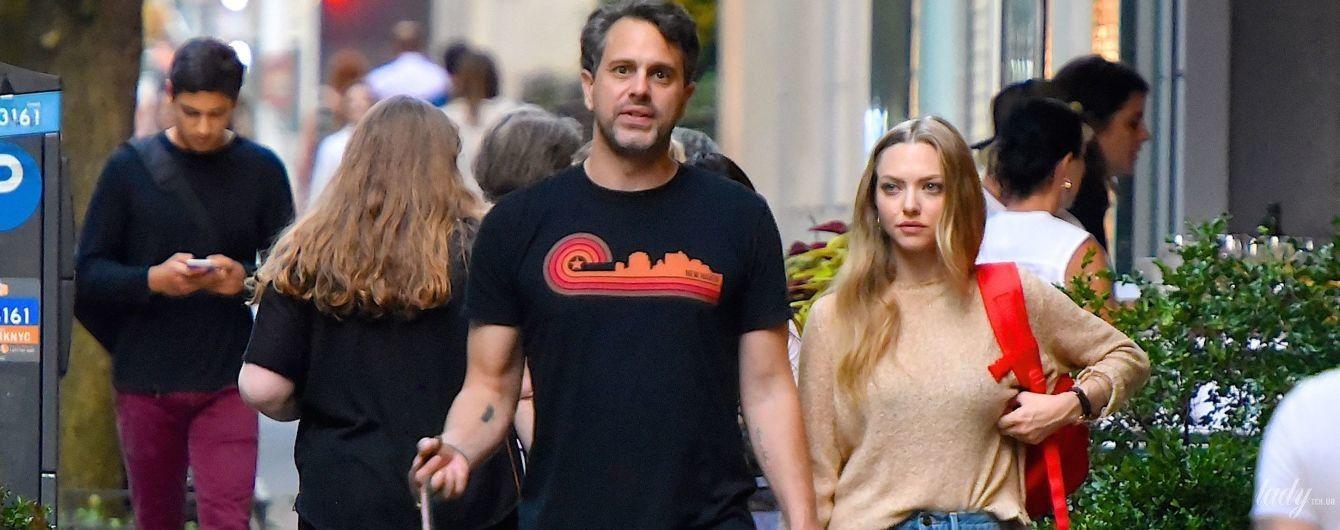 Сімейна прогулянка: Аманда Сейфрід з чоловіком і дочкою на вулицях Нью-Йорка