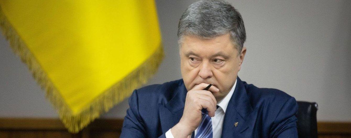 Более 1000 сторонников, смена ходатайство прокуроров и перенос слушания: как проходил суд над Порошенко