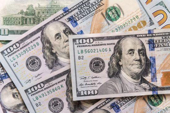 Долар і євро здешевшали. Курси НБУ на п'ятницю та найближчі три вихідні
