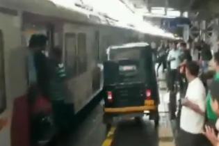 """В Индии судили водителя авторикши за """"необдуманную"""" помощь беременной"""