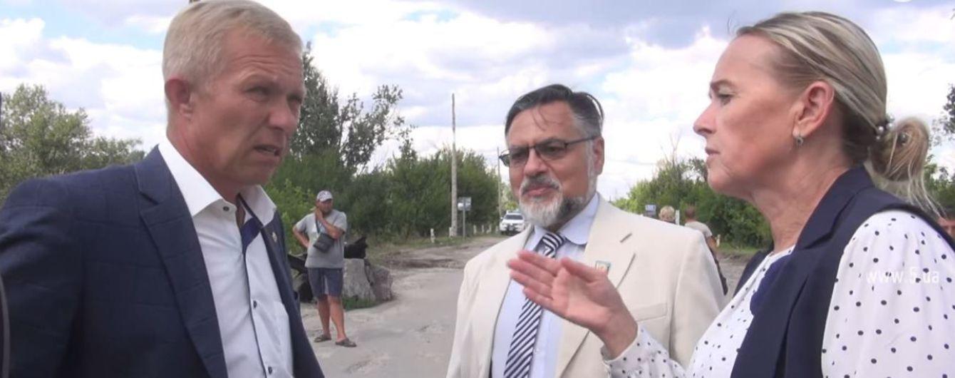 """Скандал вокруг представителей """"ЛНР"""" в Станице Луганской. В СБУ объяснили, почему не задержали Дейнего и Кобцеву"""