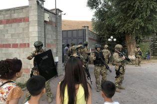 В Кыргызстане силовики начали очередной штурм резиденции экс-президента Атамбаева