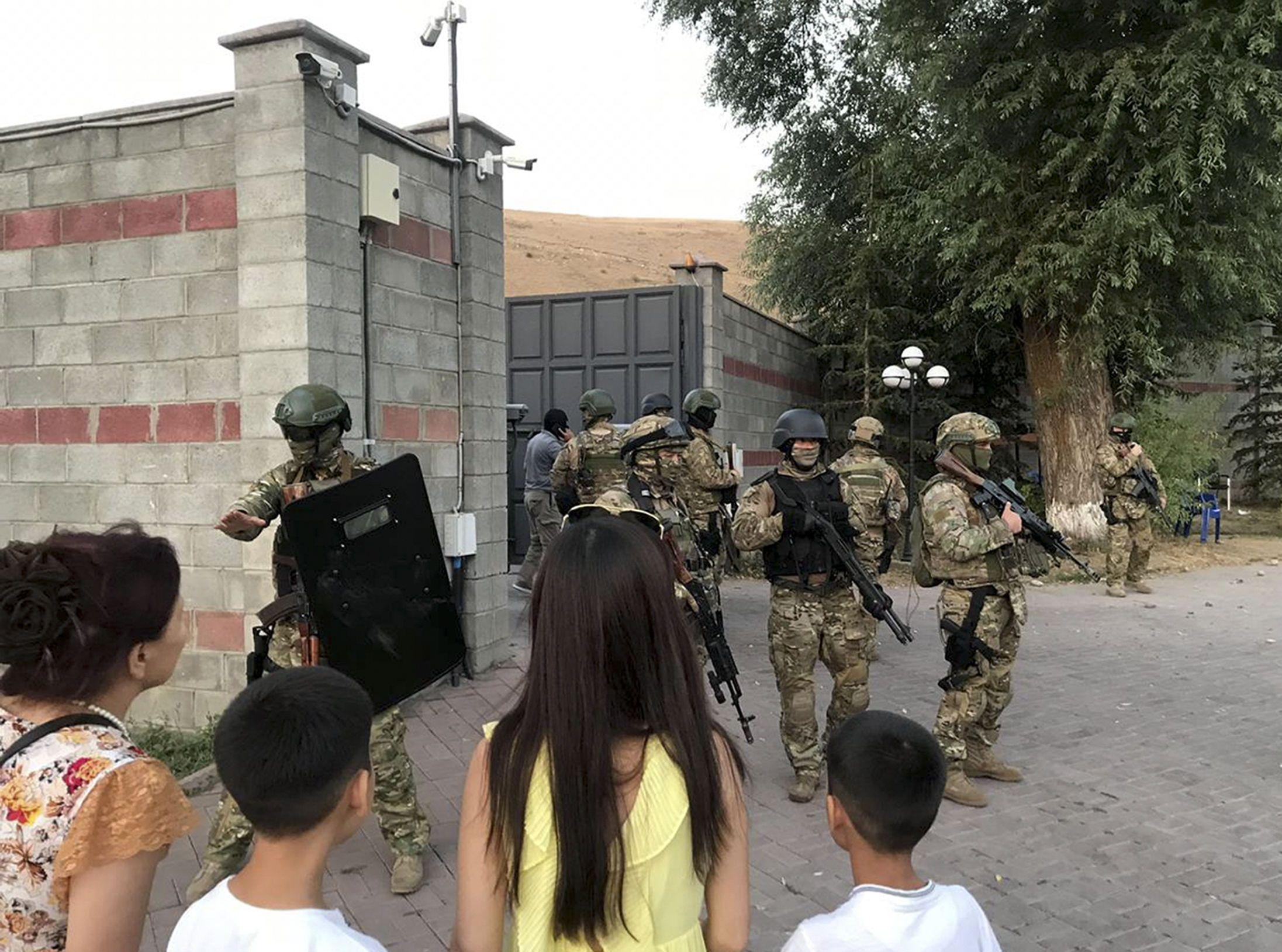 штурм резиденції Атамбаєва в Киргизстані_1