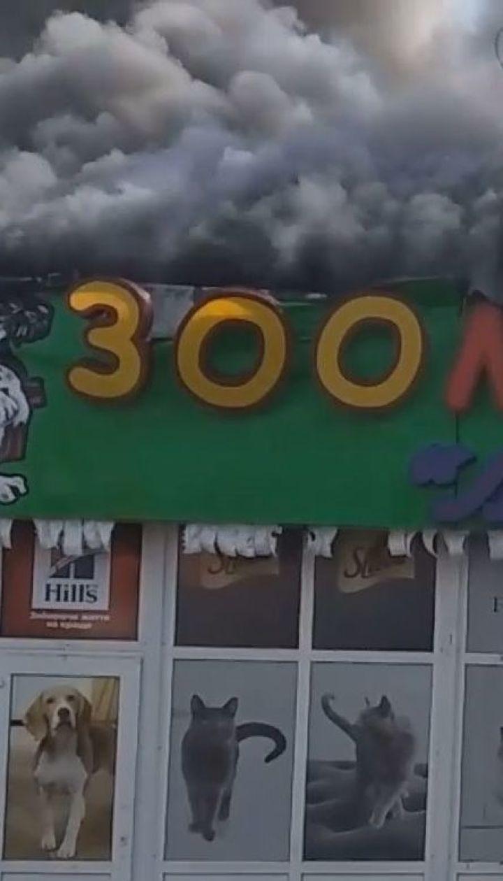 """В Киеве возле метро """"Дарница"""" произошел масштабный пожар на рынке"""