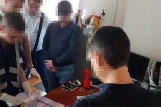 """На Запорожье задержали депутата, который заставлял директора рынка платить """"дань"""""""
