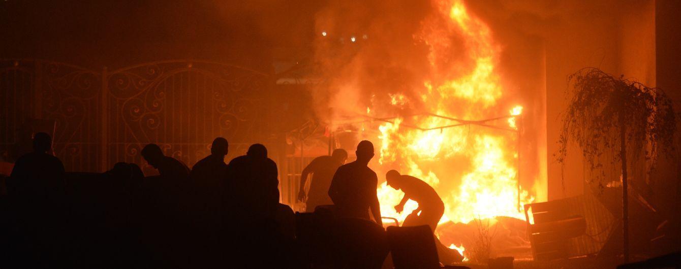 Штурм резиденции экс-президента Кыргызстана, крупный пожар под Киевом. Пять новостей, которые вы могли проспать