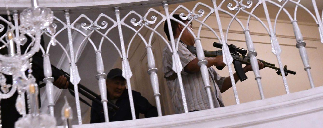 Скандальное задержание экс-президента Кыргызстана. В доме Атамбаева нашли склад оружия