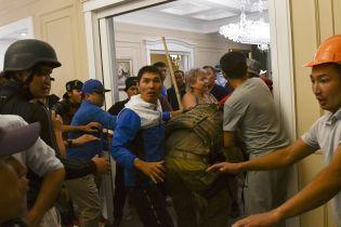 Штурм резиденции экс-президента Кыргызстана. Во время столкновений погиб спецназовец