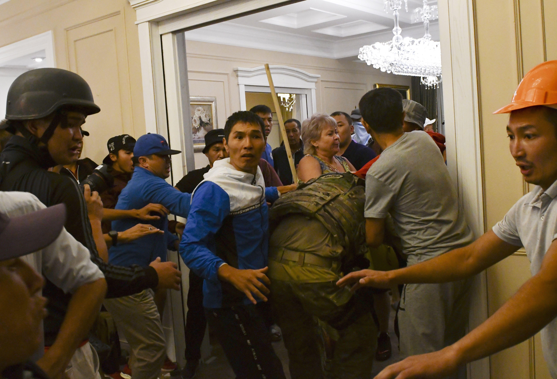 штурм резиденції Атамбаєва в Киргизстані_5