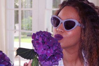 Злилася з гортензіями: новий літній лук Бейонсе