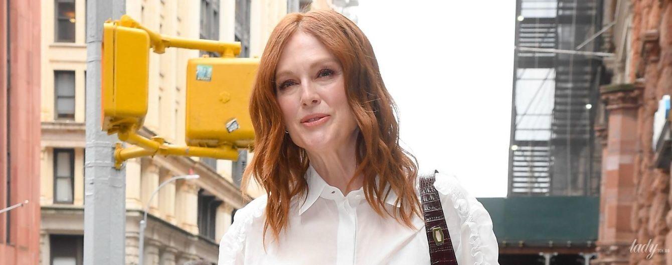 Красуня і в 58: стильна Джуліанна Мур на величезних шпильках потрапила в об'єктиви нью-йоркських фотографів