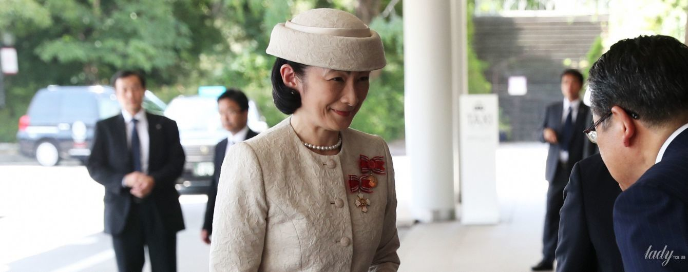 Японская принцесса Кико появилась на торжественной церемонии в костюме цвета слоновой кости