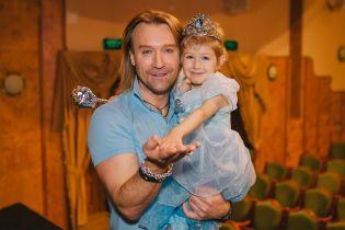Олег Винник осуществил мечту маленькой поклонницы и пришел  к ней на бал