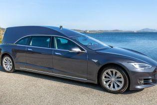 Катафалк Tesla продают за  $200 тысяч
