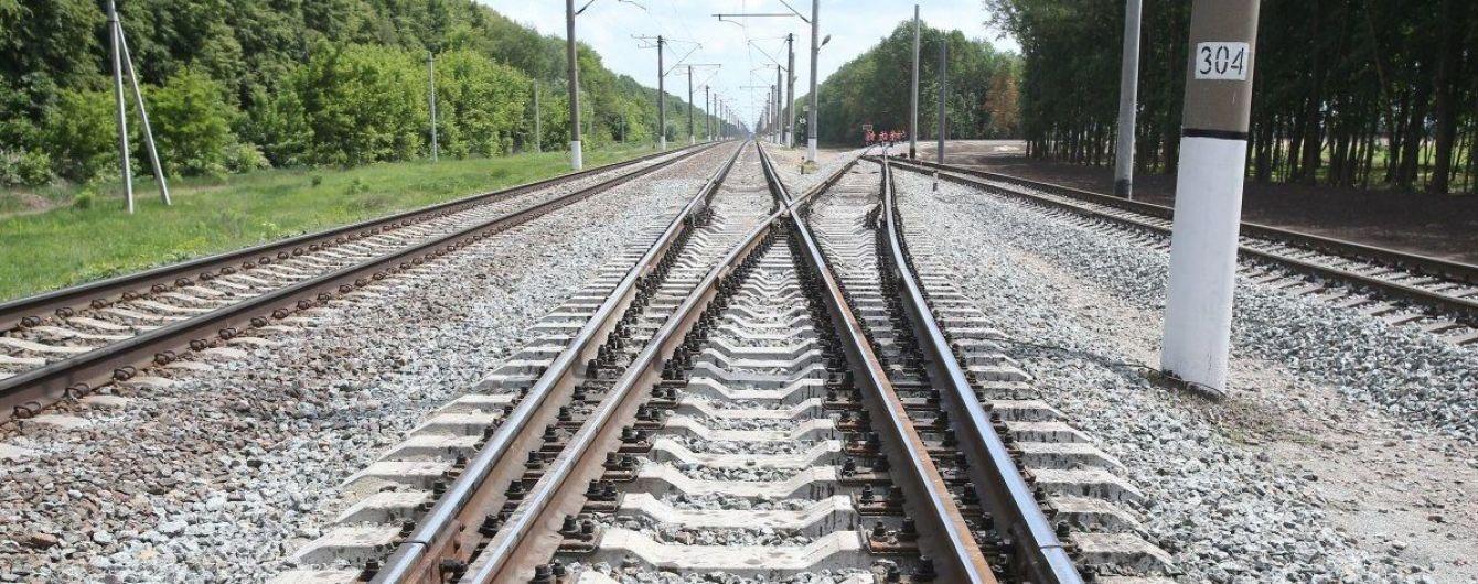 Прыгал под поезд и угрожал машинисту. Полиция Запорожья задержала самоубийцу