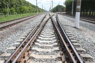 Стрибав під потяг та погрожував машиністу. Поліція Запоріжжя затримала самогубця