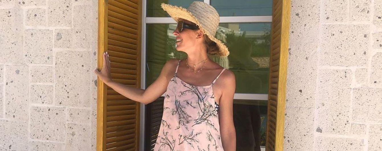 А за окном плюс 46: Катя Осадчая поделилась жаркими снимками из Турции