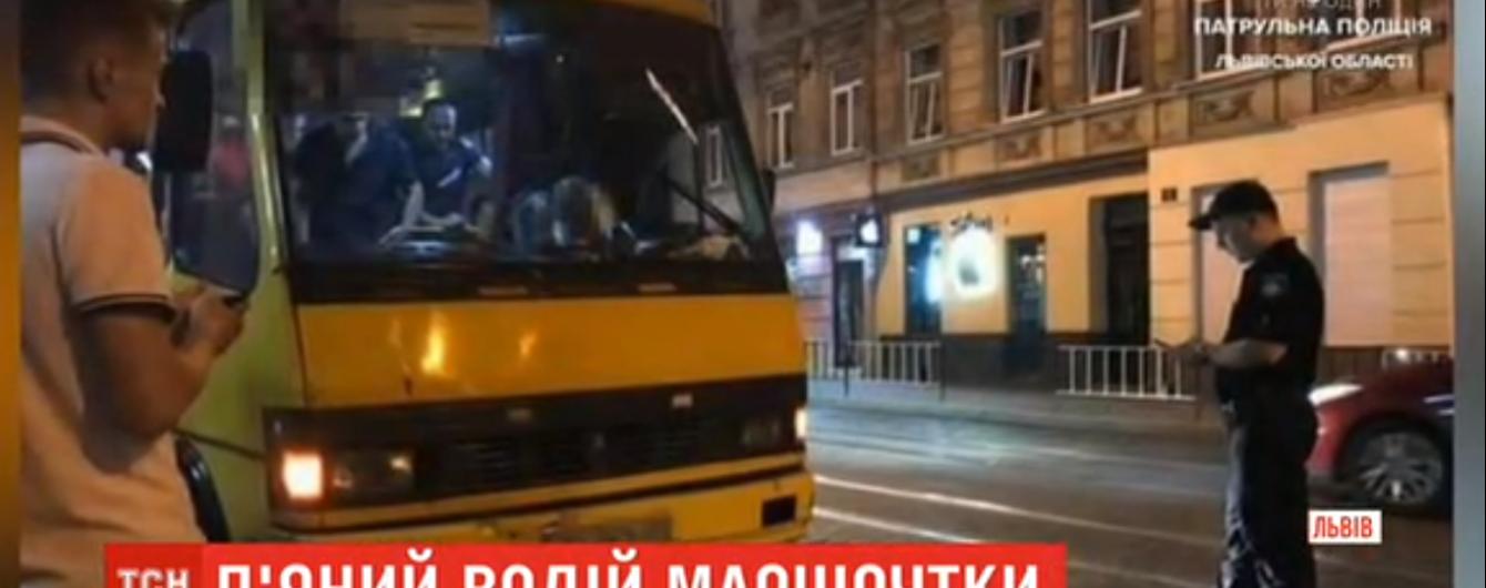 Во Львове патрульные задержали пьяного водителя маршрутки, в салоне которой находились пассажиры