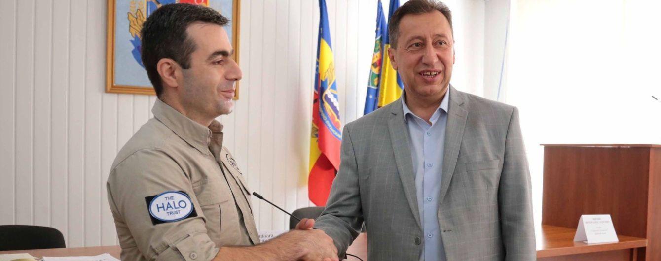 В Станице Луганской вручены сертификаты о разминировании территорий