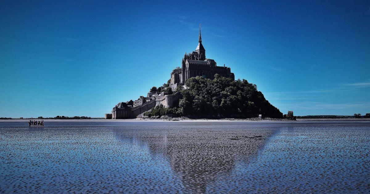 Влада острова Мон-Сен-Мішель заборонила туристам мити ноги