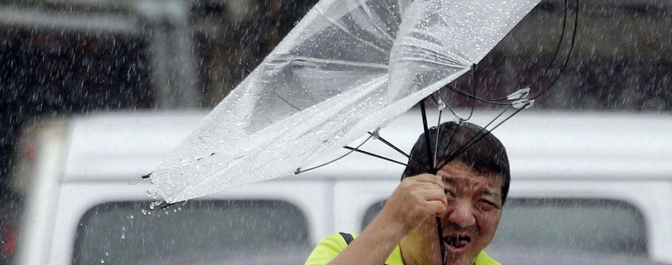 """Китай накрив супертайфун """"Лекіма"""". Є перші жертви"""