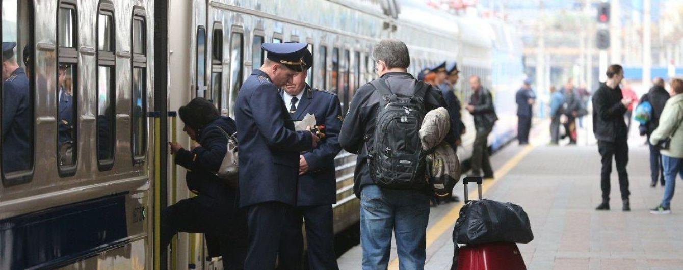 """""""Укрзалізниця"""" призначила 13 додаткових поїздів на зимові свята"""