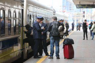 """Пасажири """"Укрзалізниці"""" зняли на відео, як затопило їхній вагон"""