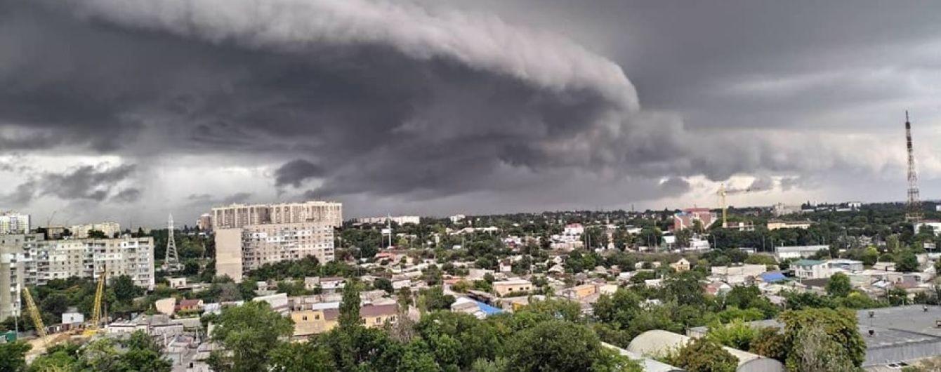Одессу накрыл мощный ливень со шквальным ветром. Непогода надвигается на Киев