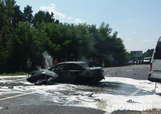 На трасі Київ-Чоп зіткнувся пасажирський мікроавтобус і легковик: десятки постраждалих