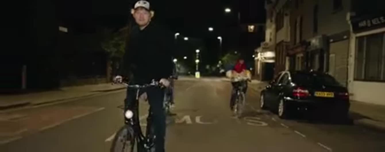 Новий кліп Еда Ширана, де він їде на велосипеді, спричинив фурор у Мережі