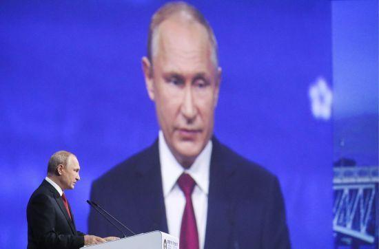 Путін керує Росією вже 20 років. ЗМІ пригадали, як змінилася країна за цей час