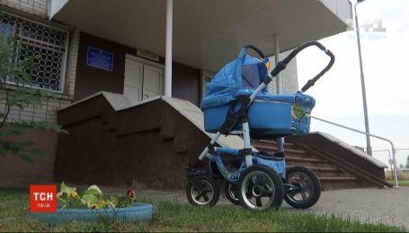 23-летняя девушка в Хмельницкой области задушила собственного младенца, а тело спрятала за диван