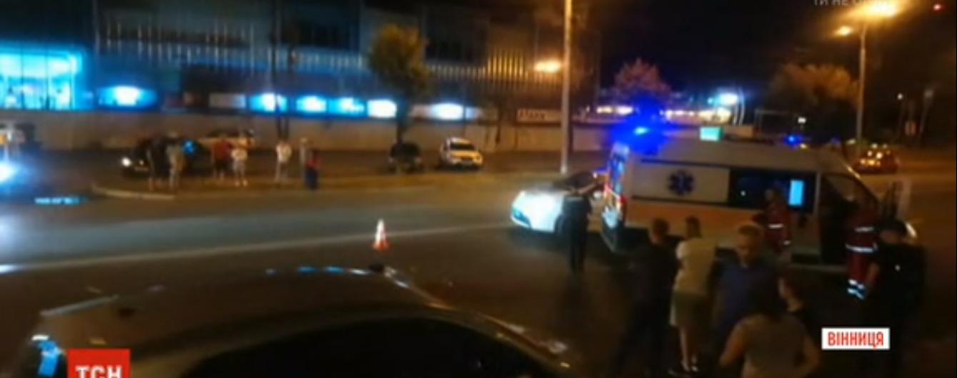 """У Вінниці автомобіль на смерть збив на """"зебрі"""" пенсіонерку, яка торгувала квітами"""