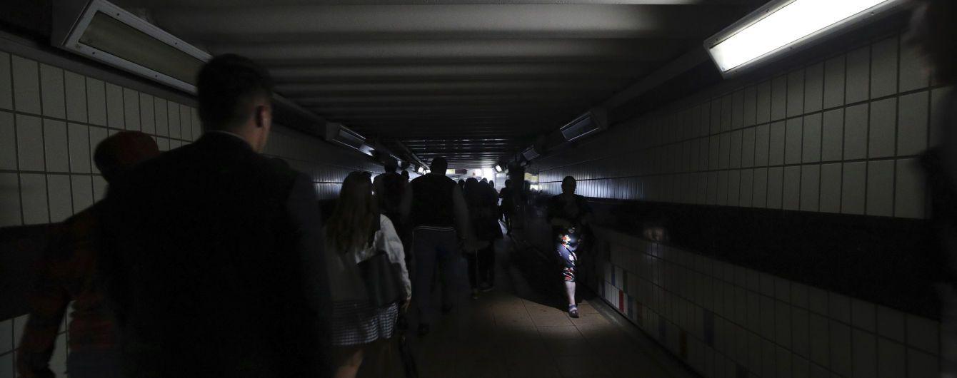 Часть Лондона погрузилась во тьму - из-за отключения электричества остановились поезда и метро