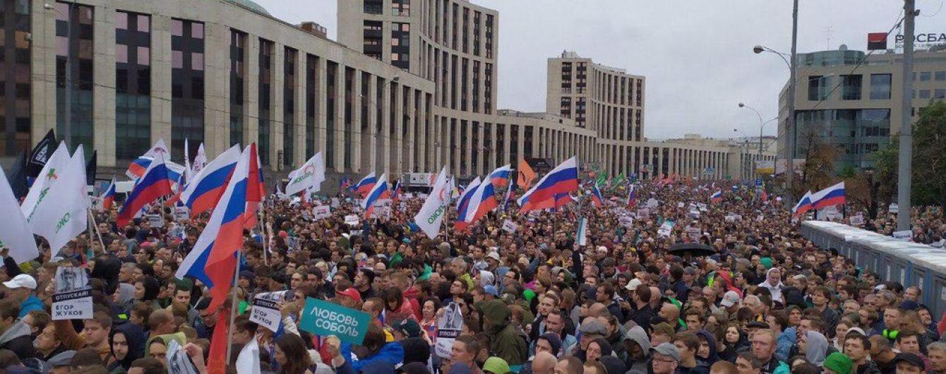 Багатотисячний мітинг за вільні вибори: у Москві затримали опозиціонерку Соболь, у Петербурзі - журналістів