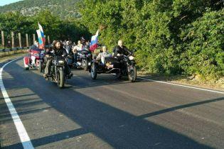 """Пока в РФ задерживают митингующих, Путин на трехколесном мотоцикле в Крыму катает """"Гоблина"""""""