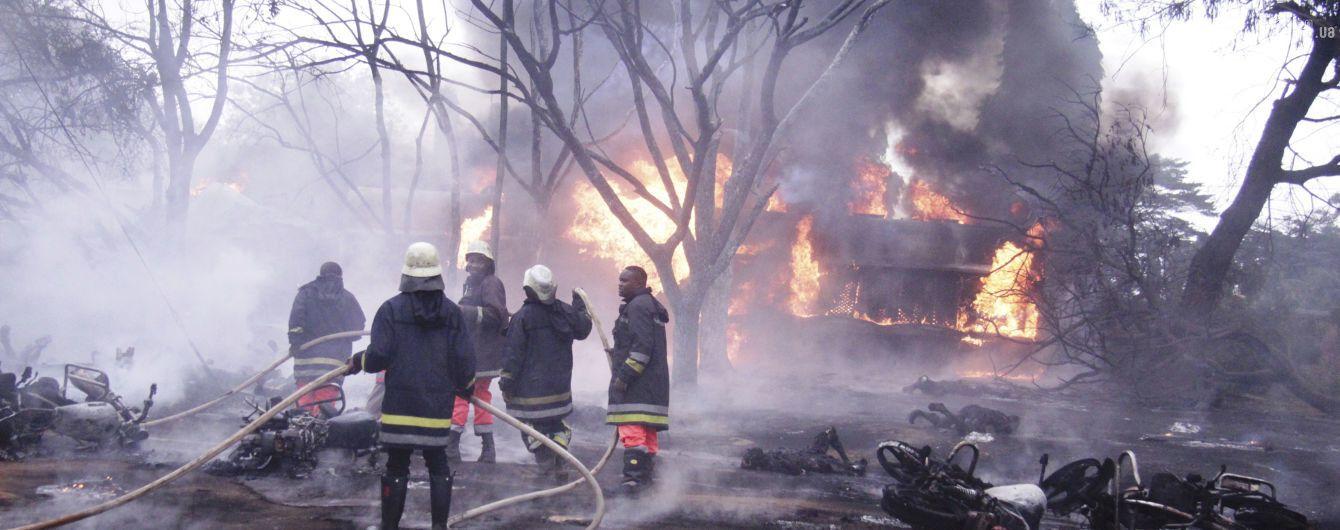 Куріння біля бензовоза: названа можлива причина загибелі 62 людей у Танзанії