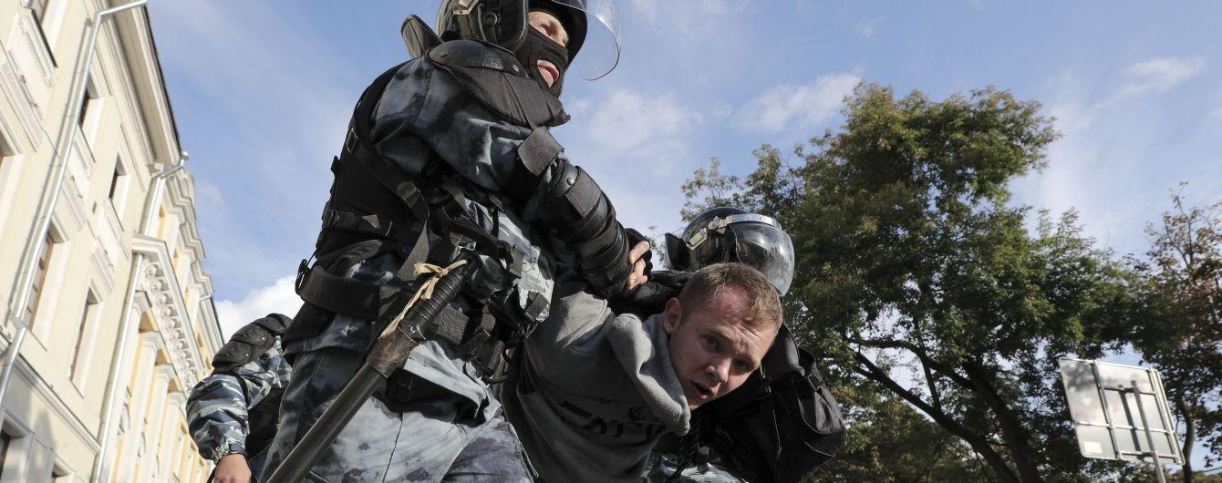 В Москве продолжается массовая охота силовиков в масках на участников протестов за честные выборы