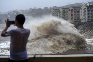 "Количество жертв тайфуна ""Лекима"" в Китае возросло до 18"